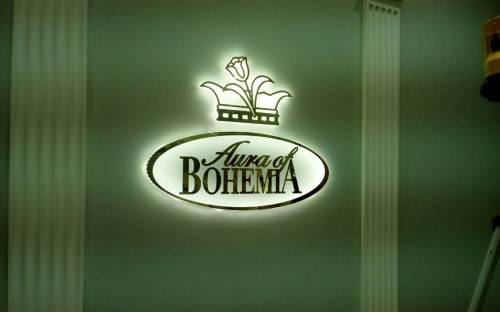Ультратонкий световой логотип с золотым акрилом и светодиодной подсветкой